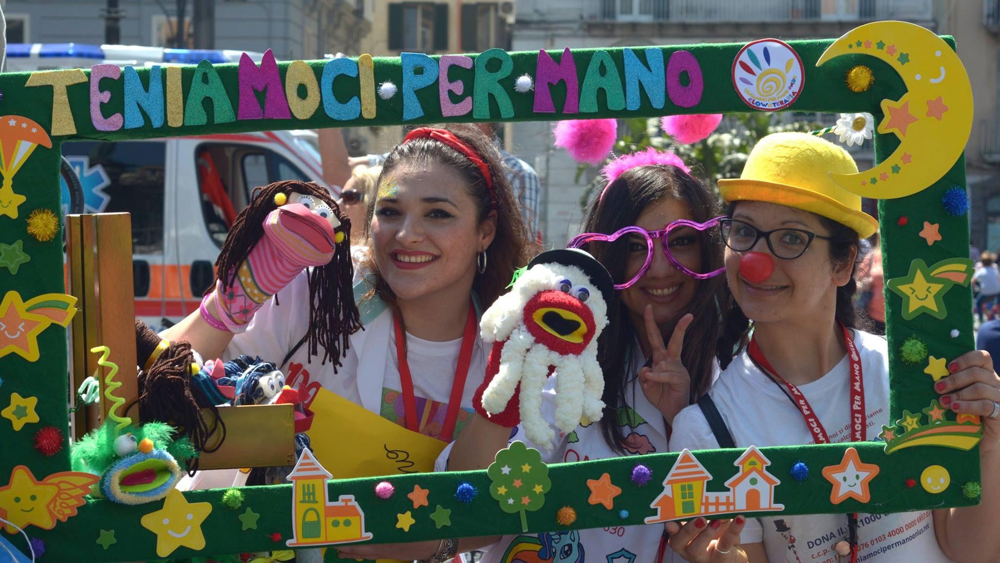 Le volontarie alla Festa del Sorriso